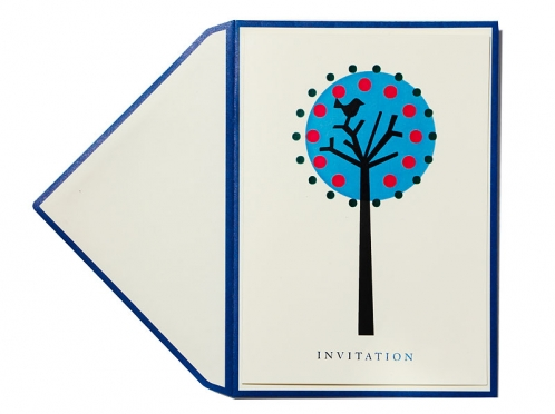 Einladungskarte mit blauer Folienprägung inkl. Umschlag mit blauen Kanten.