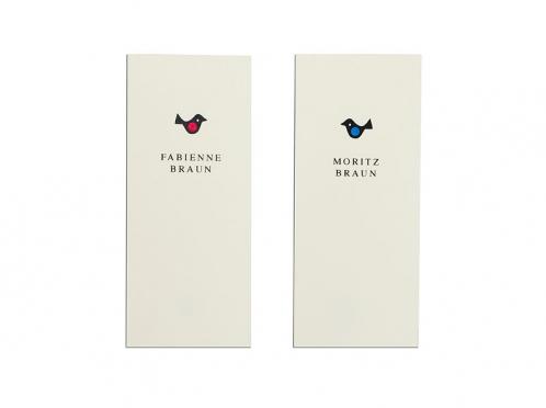 Personalisierte Tischkarten zum Aufstellen mit 2 verschiedenen Vögelchen.