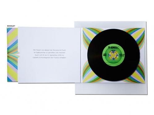 Einladungskarte mit CD und transparentem Briefumschlag.