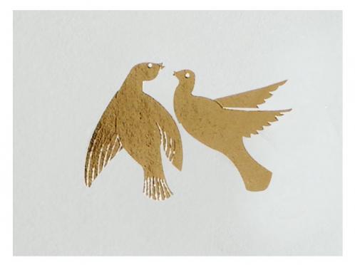 Tischkarte mit gold geprägtem Taubenpaar und rückseitiger Menükarte.