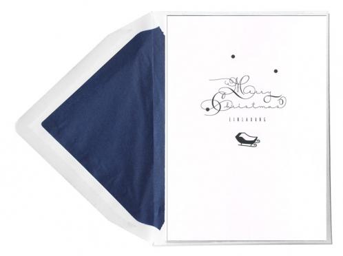 Einladungskarten mit kalligrafischer Schrift und gold geprägten Schneeflocken.