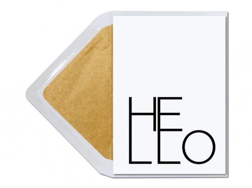 Hello - Typografische Grüße mit gold gefüttertem Briefumschlag.