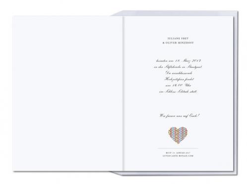 Einladungen mit buntem Herz und orange gefüttertem Briefumschlag.
