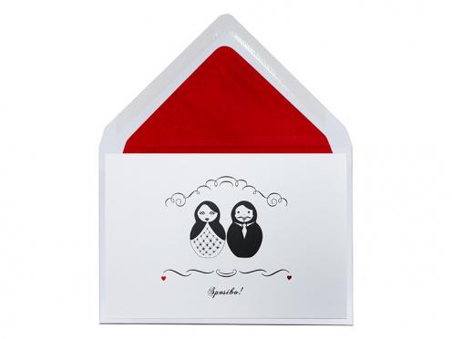 Matroschka Danksagungskarte mit 2 rot geprägten Herzen.