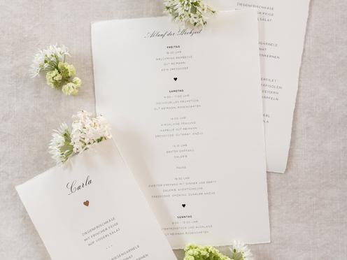 Hochwertiger und stilvoller Einleger mit Ablaufplan ist passend zur Einladung gestaltet und auf feinstem Büttenpapier gedruckt.