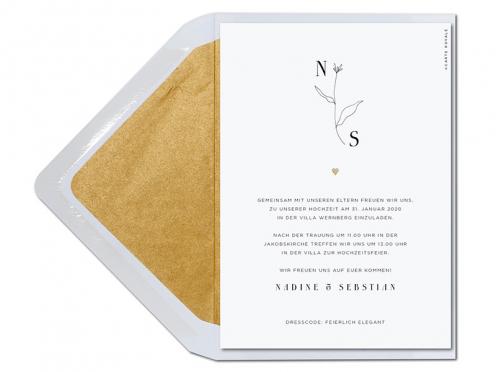 Premium Einladung mit stilvoll gezeichneter Blume mit Initialen.