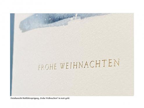 Weihnachtskarte mit spazierendem Fuchs im Schnee. Goldprägung auf der Büttenkarte und Büttenumschlag.