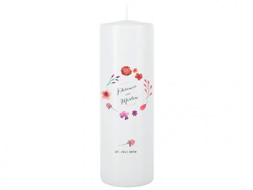 Hochzeitskerze mit vielen Blumen als Kranz in rot, rosa und violett. Namen und Hochzeitsdatum sind personalisierbar.