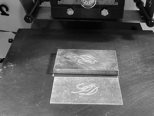 Prägewerkzeug / Prägestempel für eine Blindprägung. Das Prägewerkzeug besteht aus 2 Teilen (Patrize & Matrize).