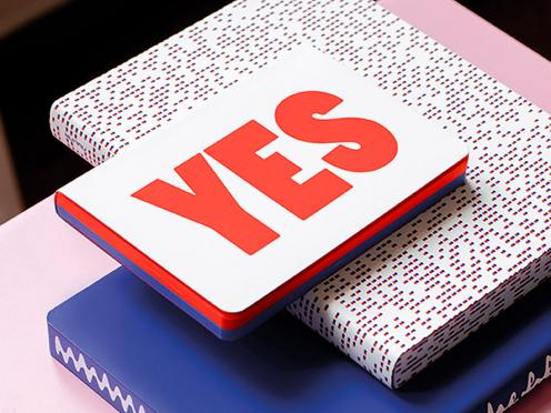 Skizzenbuch Megapixel mit rot-blauen Pixeln für ein analoges Schreibvergnügen.