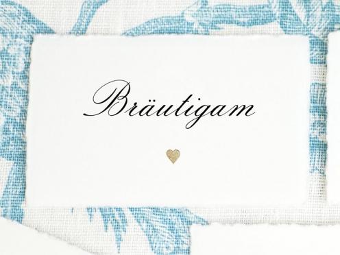Personalisierte Tischkarten gedruckt auf Büttenpapier mit gold geprägtem Herz.