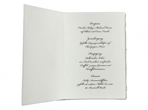 Personalisierte Tischkarte gedruckt auf Büttenpapier mit gold geprägtem Herz.