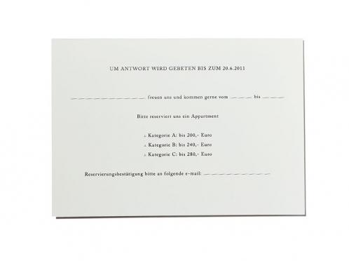 Rückantwortkarte als Postkarte mit gedruckter Anschrift.
