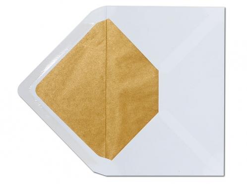 Weißer C6 Briefumschlag mit einem Innenfutter aus Seidenpapier in matt-gold.