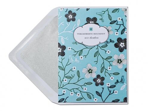 Danksagung mit Blumenmuster und Briefumschlag mit silbernem Innenfutter.
