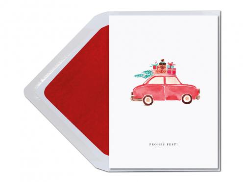 Fröhliche Weihnachtskarte mit rotem Auto und vielen Geschenke bealden in liebevoller Aquarellzeichnung.