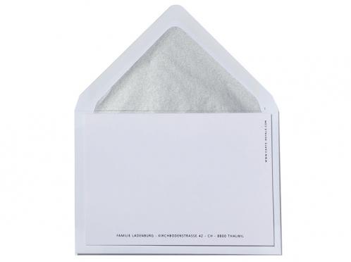 Geburtkarte mit Sternchen-Folienprägung mit silber gefüttertem Biefumschlag.