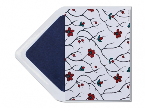 8-seitige Einladungskarte zur Hochzeit mit Blumenmuster. Briefumschlag mit dunkelblauem Innenfutter.