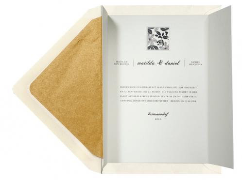 Herbsteinladungskarte mit gold gefüttertem Umschlag.