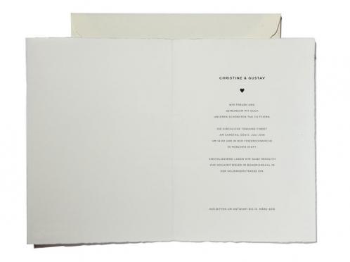Einladungskarten mit matt-goldener Prägung gedruckt auf Büttenpapier.