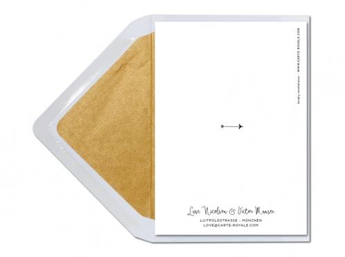 Schwarz-weiß illustrierte Einladungen mit Blättern und goldener Prägung.
