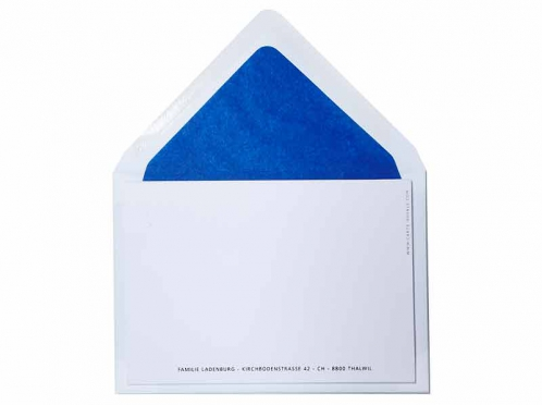 Geburtskarte mit Reh in metallic-blauer Prägung inkl. royalblau gefüttertem Kuvert.
