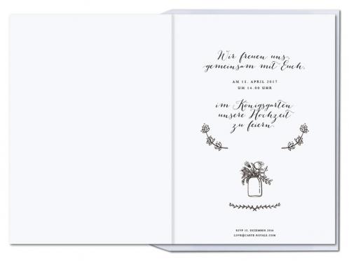 Kalligrafische Einladungen mit gezeichnetem Blumenkranz.
