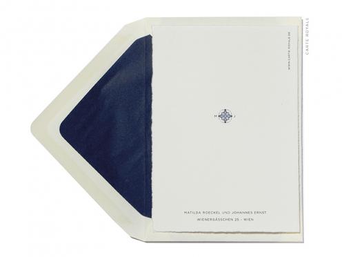 Blau als Symbol der Treue. Save-the-Date Karten mit floral blauem Muster.