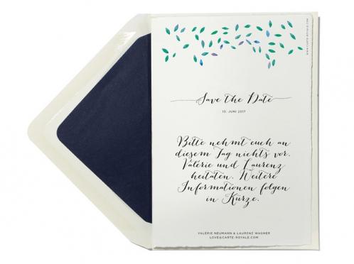 Natural Wedding Save the Date Karte mit Blättern in Aquarellfarben und kalligrafischer Schrift.