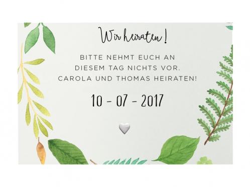Save-the-Date Einladung in grünen Aquarellfarben und kleinem geprägtem Herz.