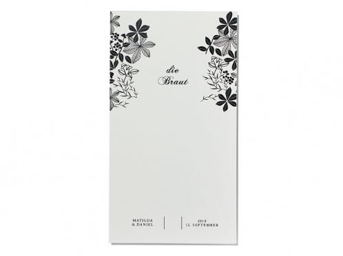 Personalisierte Tischkarten mit gezeichneten Kastanienblätter.