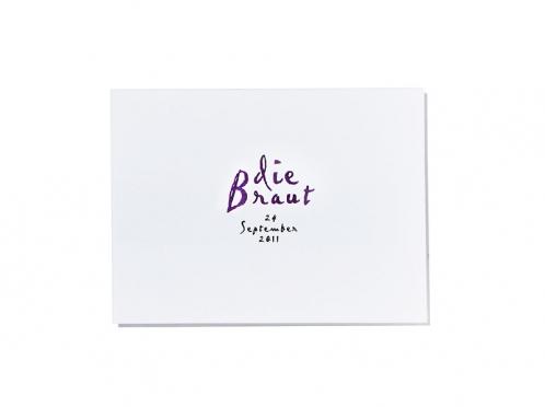 Personalisierte Tischkarten im Format 100 x 75 mm gedruckt auf weißem Feinstpapier.