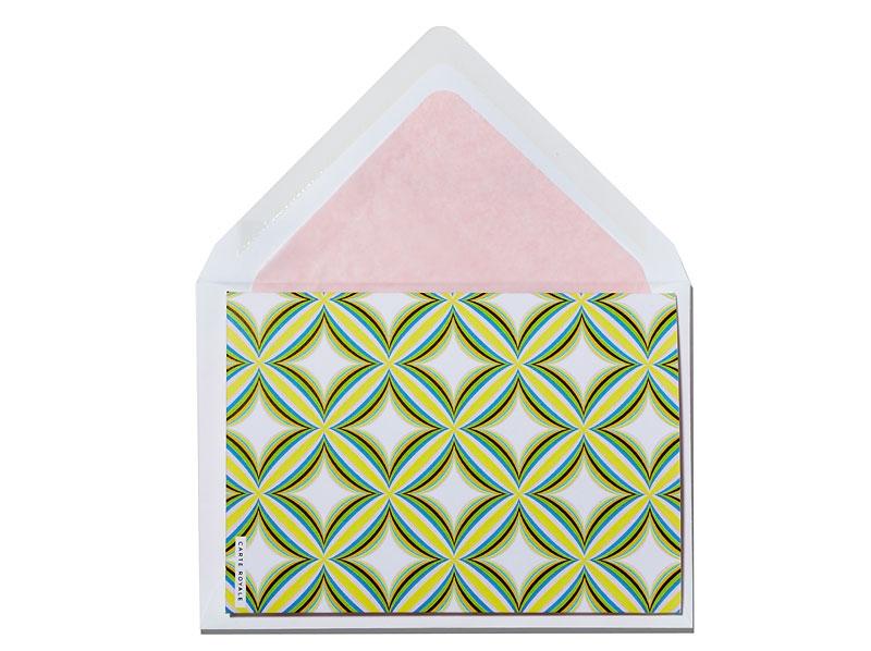Aufklappbare Danksagungskarte mit rosa gefüttertem Briefumschlag.