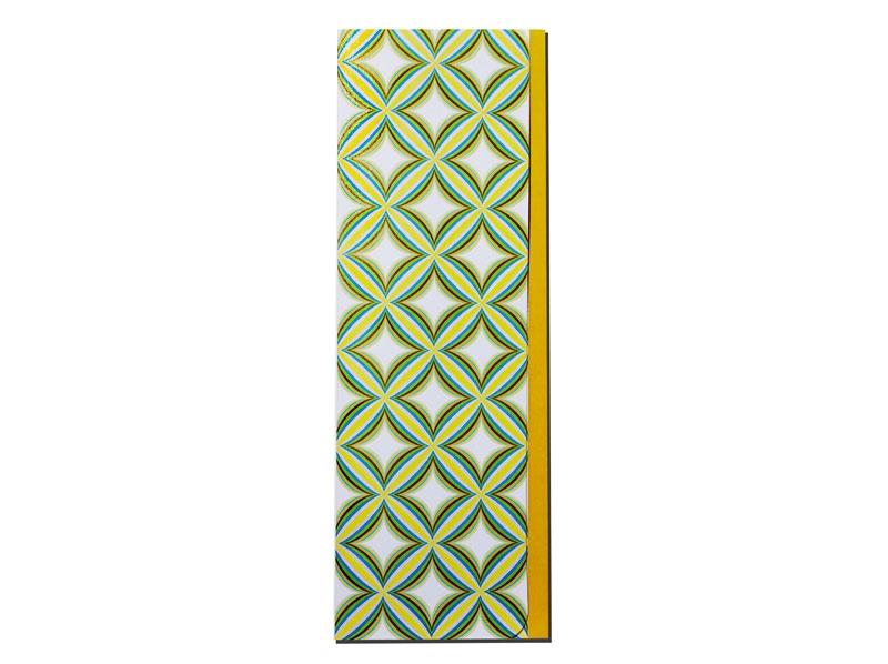 Menükarte zum Aufstellen mit orange-farbenem Streifen und abgerundeten Ecken.