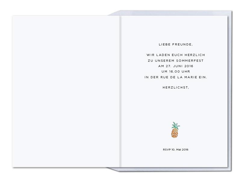 Einladungskarte mit gemalten Ananasse und orange gefüttertem Briefumschlag.