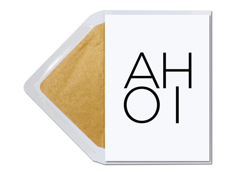 Ahoi - Typografische Karte mit gold gefüttertem Umschlag.