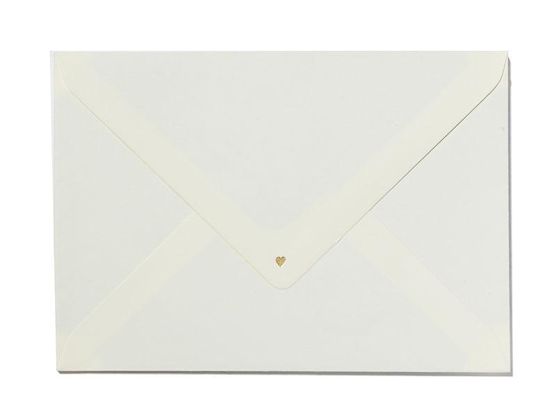 Din A6 Save-the-Date Karten gedruckt auf Büttenpapier mit zwei goldenen Herz-Prägungen.