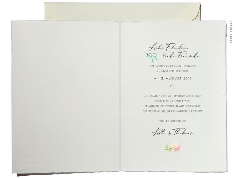 Einladungskarten mit Blumenkranz in Aquarellfarben. Hortensien, Rosen und Lavendel in zarten Pastellfarben.
