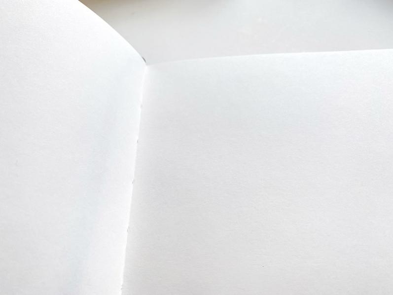 BE MY GUEST Gästebuch von Printworks mit dunkelblauem Leineneinband und grauem Schuber.