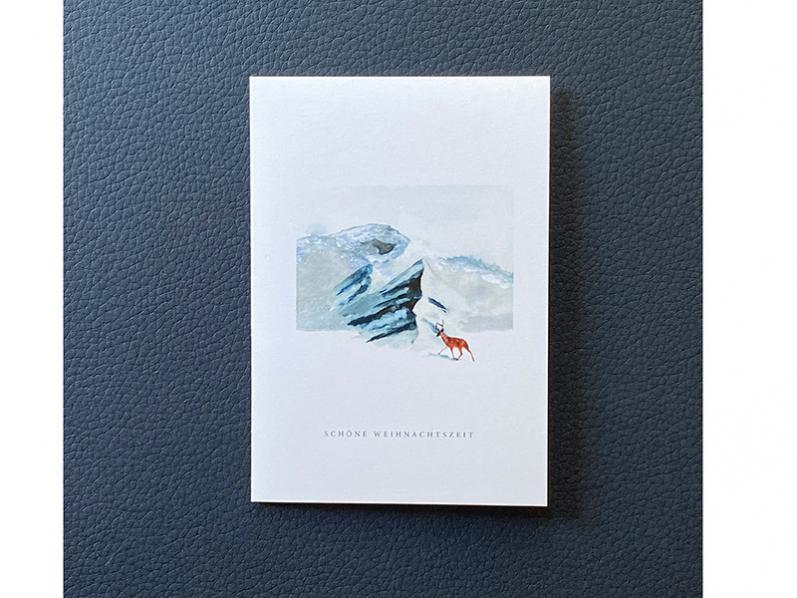 Vorweihnachtliche Grußkarte als Weihnachtskarte mit Hirsch und Berge in Aquarellmalerei. Gedruckt auf GMUND Papier mit Kuvert.