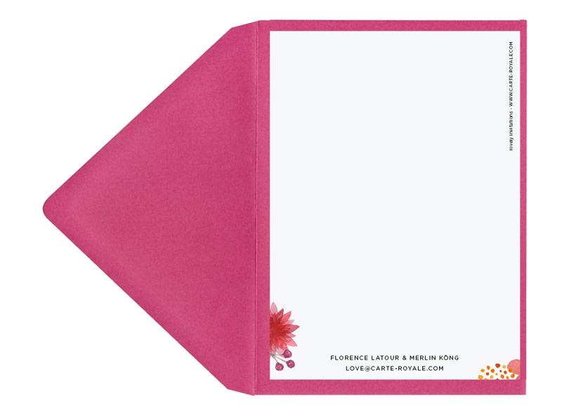 Save-the-Date Karte mit Blumen in Aquarellfarben und pinkem Briefumschlag.