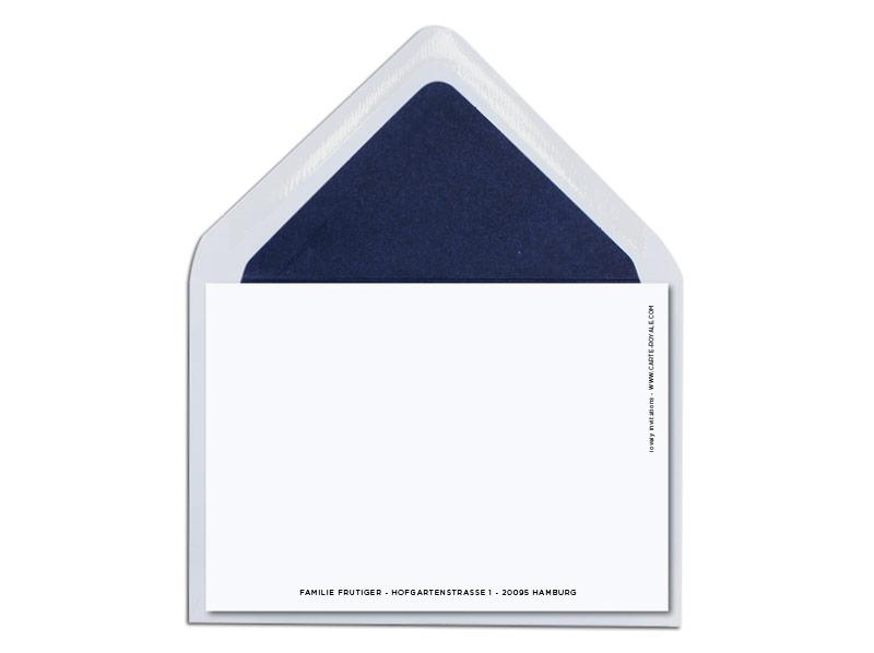 Geburtskarte mit blauem Teddybär und dunkelblau gefüttertem Briefumschlag.
