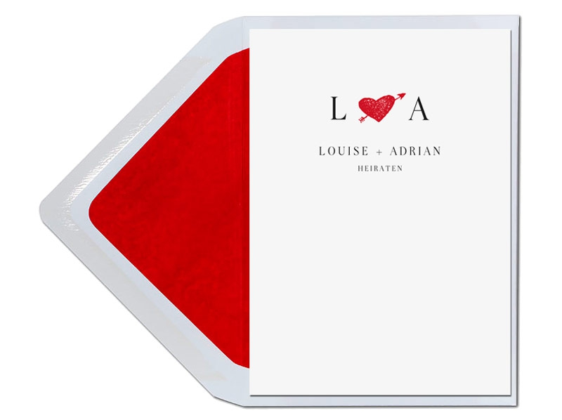 Hochzeitseinladungen mit illustriertem Herz mit Liebespfeil in rot.