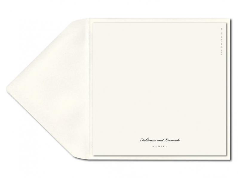 Quadratische Einladung mit illustrierter Finca und einem Herz als Blindprägung.