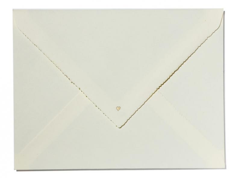 Royale Hochzeitseinladung gedruckt auf feinstem Büttenpapier mit goldenem Herz veredelt.