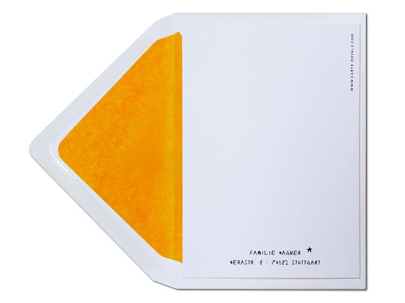 Fröhlich bunte Taufeinladung für Mädchen mit orange gefüttertem Briefumschlag.