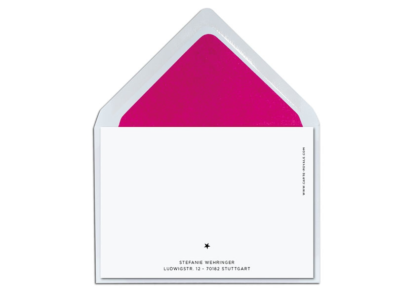 Erstmal mit einer kleinen Überraschung in Pink aus der Reihe tanzen. Edle Weihnachtskarte mit goldener Heißfolienprägung.
